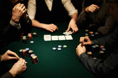 play poker with friends
